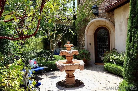Rancho Santa Fe, Sold $2,350,000